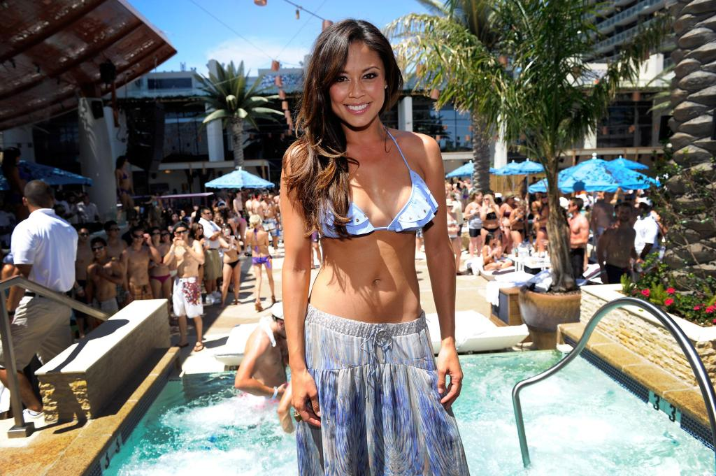 Vanessa Minnillo Celebrates Her Bachelorette Party At Marquee Dayclub