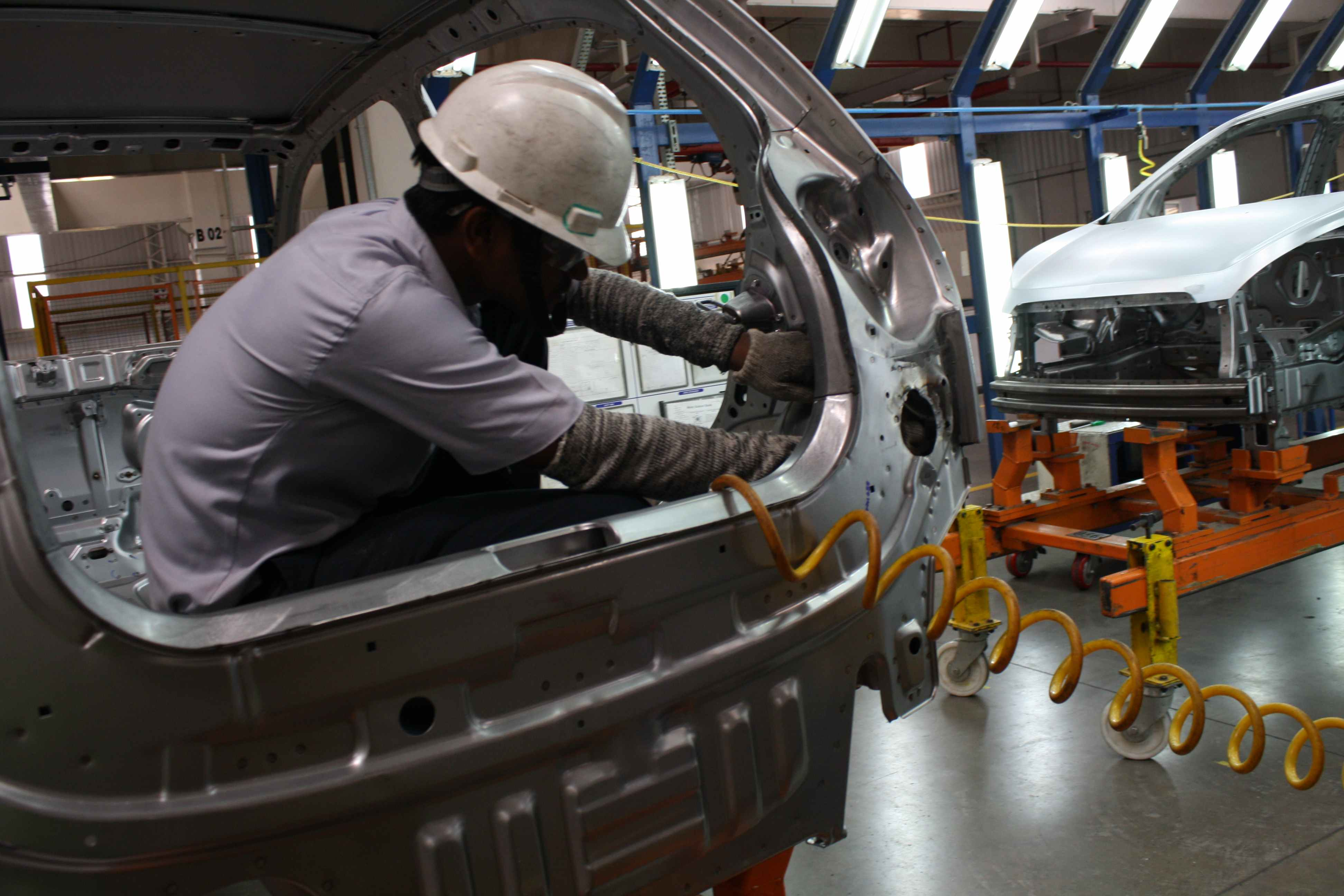 Autoworkers at General Motors India