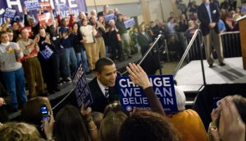 Barack Obama shaking hands with a crowd up supporters, at a rally in Keene, New Hampshire on January 6, 2008