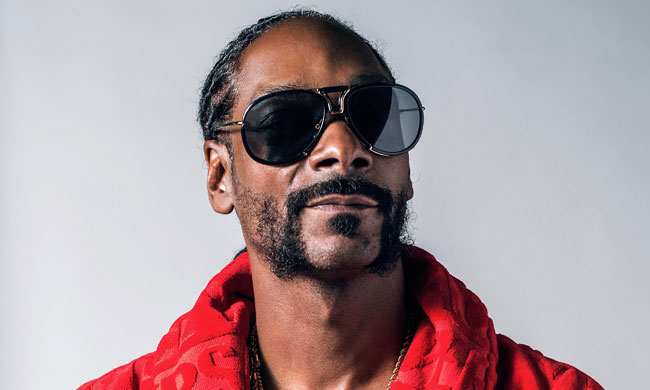 Snoop Dogg Chilling, Listening to Frozen's 'Let it Go' In His Car Alone